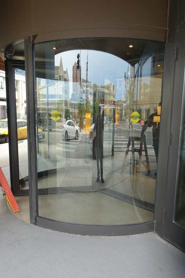 commercial-glass-revolving-door